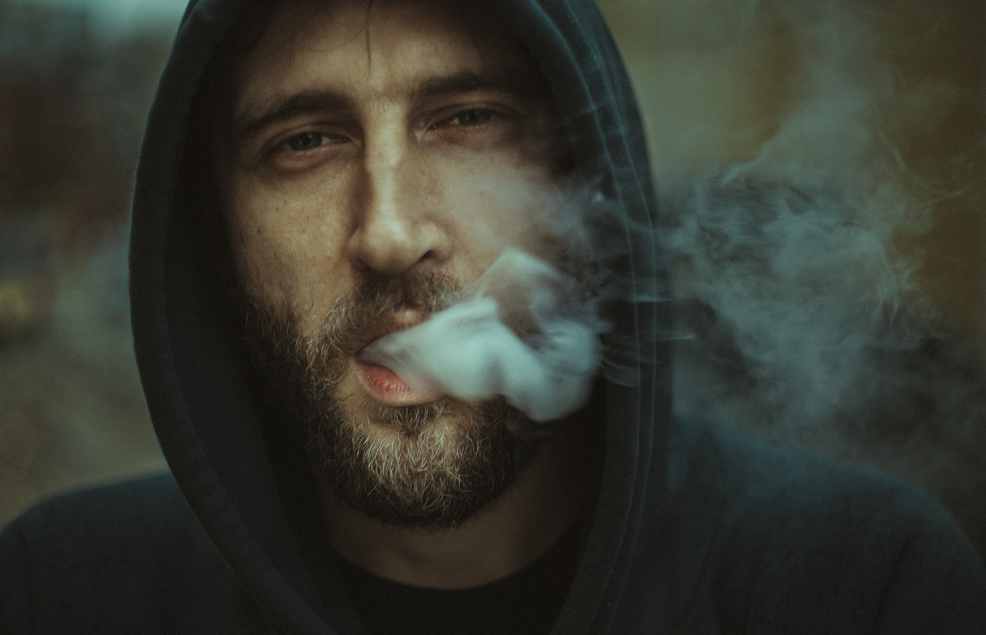 Rūkimas daugiabučiuose namuose gyvenantiems žmonėms vis dar didelė problema, kuriai spręsti nepakanka įstatymuose nurodytų būdų
